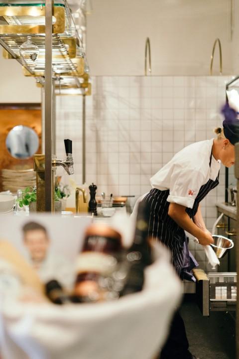 miljöbild från köket på Luzette, T-centralen i Stockholm